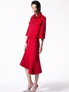 东的西女装红色不规则套装