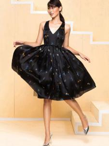 东的西女装黑色印花连衣裙