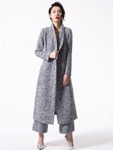 东的西女装灰色长款大衣