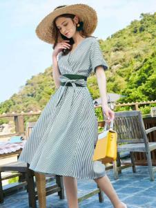 优衣美18夏款条纹连衣裙