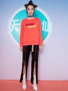 密扇女装橘红色字母T恤