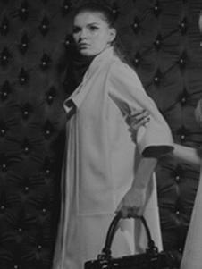 萨侬女装白色五分袖大衣