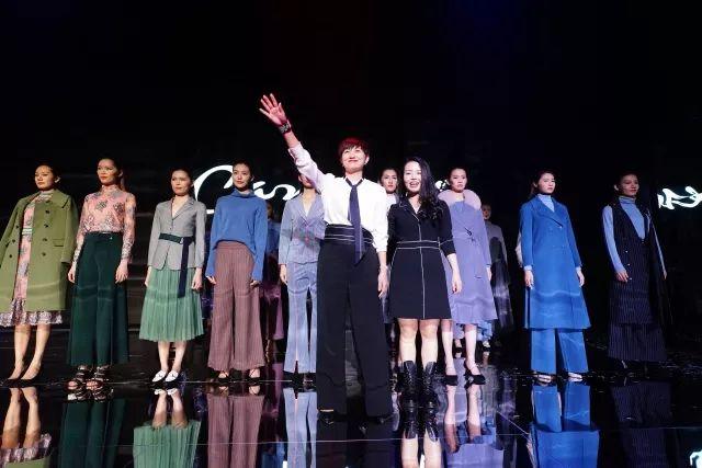 Carmen卡蔓2018秋冬时装发布会 行走的时光艺术
