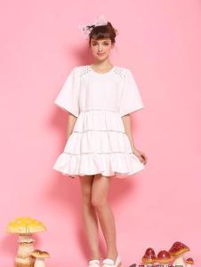 糖果马车女装白色鱼尾连衣裙