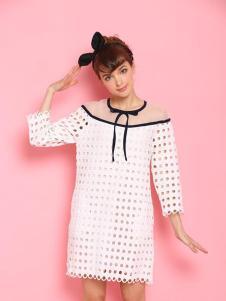 糖果马车女装白色镂空连衣裙