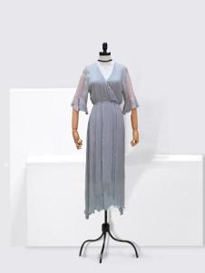 伊佳依女装灰色V领连衣裙