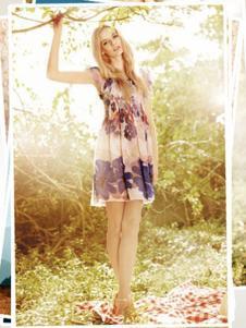 雨贝尔女装印花无袖连衣裙