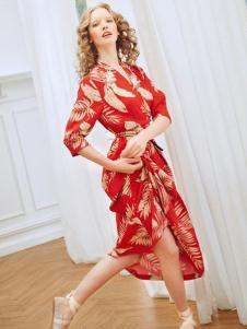 两三事女装新品红色印花连衣裙