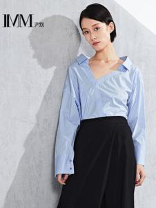尹默女装浅蓝V领衬衫