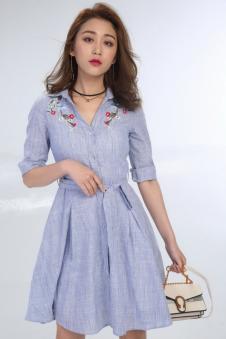 2018春夏蓝色刺绣连衣裙