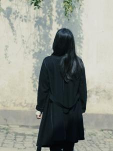 素茶女装黑色收腰大衣