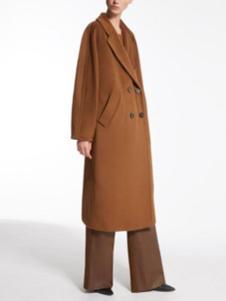 玛丝图女装卡其色双排扣大衣