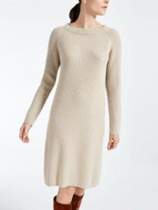 玛丝图女装白色圆领针织衫