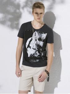 万丽男装黑色印花T恤