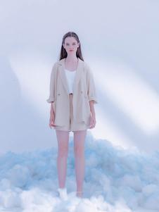 CReil女装白色休闲五分袖外套