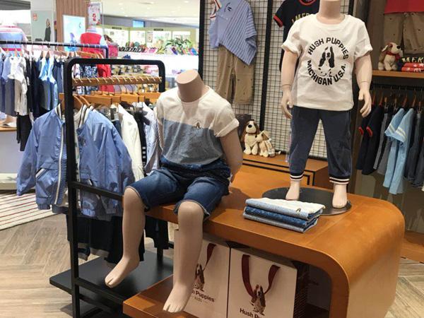 暇步士童装时尚店铺图品牌旗舰店店面