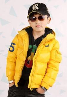 蓝贝壳男童黄色羽绒服