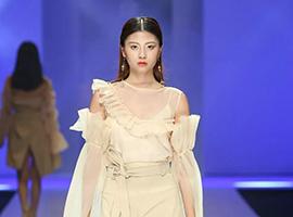 2018广东大学生时装周 广州大学纺织服装学院服装设计毕业作品展演