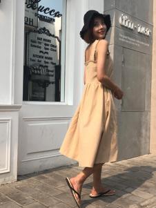 百变伊伊欧韩女装18吊带裙