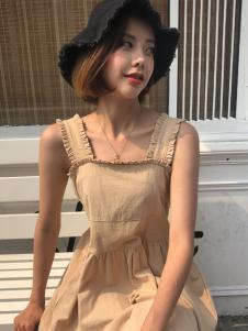 百变伊伊女装18甜美吊带裙