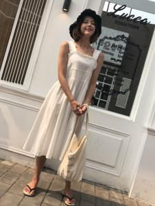 百变伊伊18夏米色吊带裙
