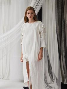 亚创国际女装白色简约连衣裙