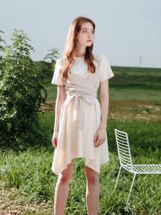 U&V杏色不规则连衣裙