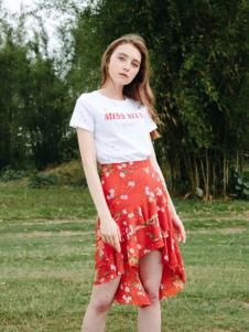 U&V红色碎花燕尾裙