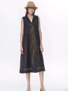墨曲黑色连衣裙