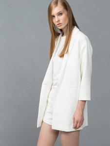 颜可可女装白色休闲西装
