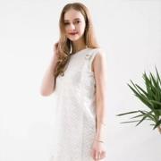 夏季怎么少得了一条美美的小白裙呢?Saslax轻松演绎清纯时髦造型