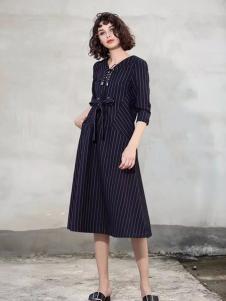 艾达禾女装藏青条纹连衣裙