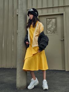 路尼裟女装黄色字母连衣裙