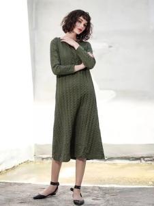艾达禾女装绿色针织连衣裙