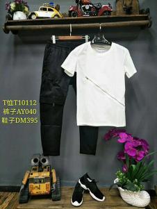 一个人的生活男装白色T恤+黑色休闲裤