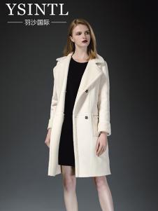 羽沙国际女装白色修身大衣