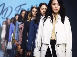 中国服装设计师玩转时尚圈 郭培、王培沂惊艳世界