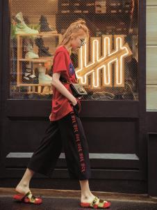 伊纳芙新款红色T恤