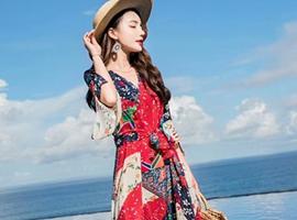 热烈祝贺中国服装网协助毕节赵总和南宁莫总签约YUSAM雨珊品牌女装!