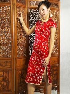 张秋儿女装红色开叉旗袍