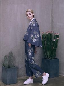 盖娅传说女装藏青印花宽松套装