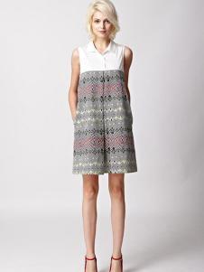 7CRASH女装图腾印花白色拼接连衣裙