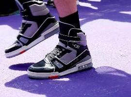 巴黎男装秀场看奢侈品变迁 球鞋正成为沟通年轻的桥梁