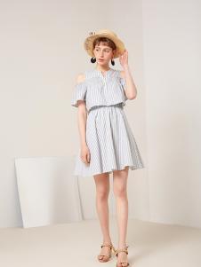 蓝色倾情女装灰色条纹露肩连衣裙