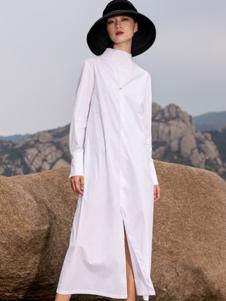 界内界外女装白色半高领开叉连衣裙