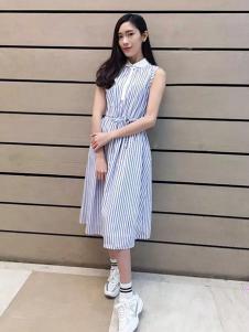 美衫美女装蓝色条纹无袖连衣裙