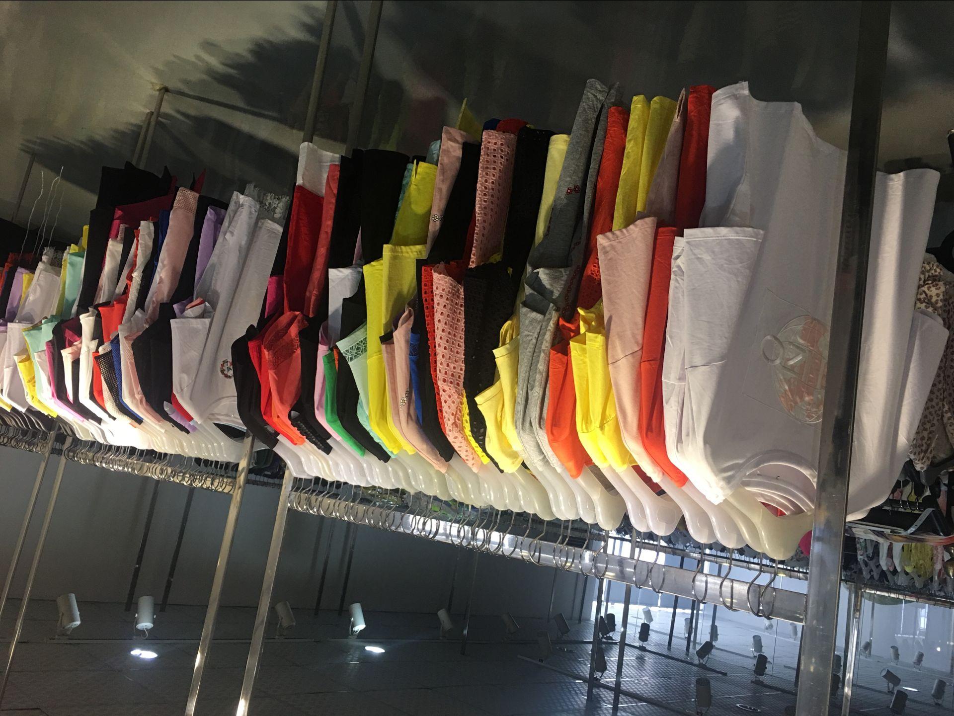 品牌折扣库存大量夏装短袖女士T恤尾货特价批发