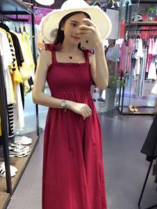 美丽哲学红色连衣裙