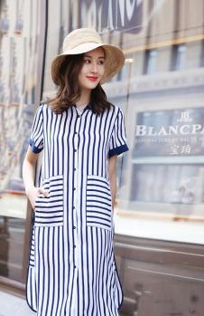 例轩女装蓝白条连衣裙