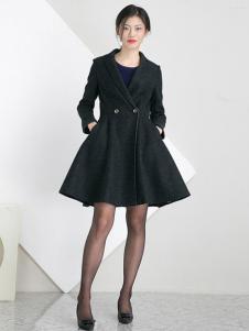 相对纶女装黑色大摆大衣